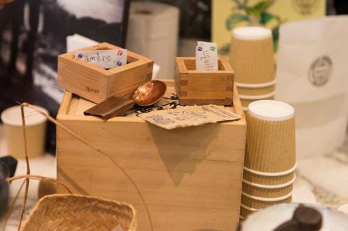 Répartition des grains selon leur intensité dans de jolies caissettes en bois.