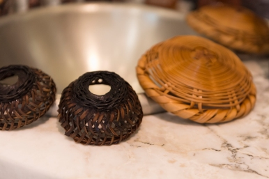 Les petits paniers utilisés pour filtrer le café