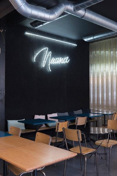 Mélange de déco chez Nuance pour un style industriel moderne et cosy.