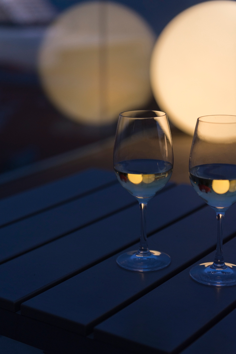 Un verre de vino verde (vin vert) à siroter sur la terrasse du Memmo Alfama Hotel.