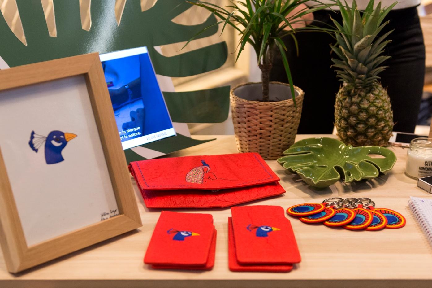 Accessoires en feuilles d'ananas recyclées chez Allure Sauvage à la Veggie World Paris Printemps