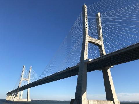 Le pont suspendu Vasco de Gamma.