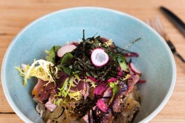 Tataki de thon et son riz parfumé.