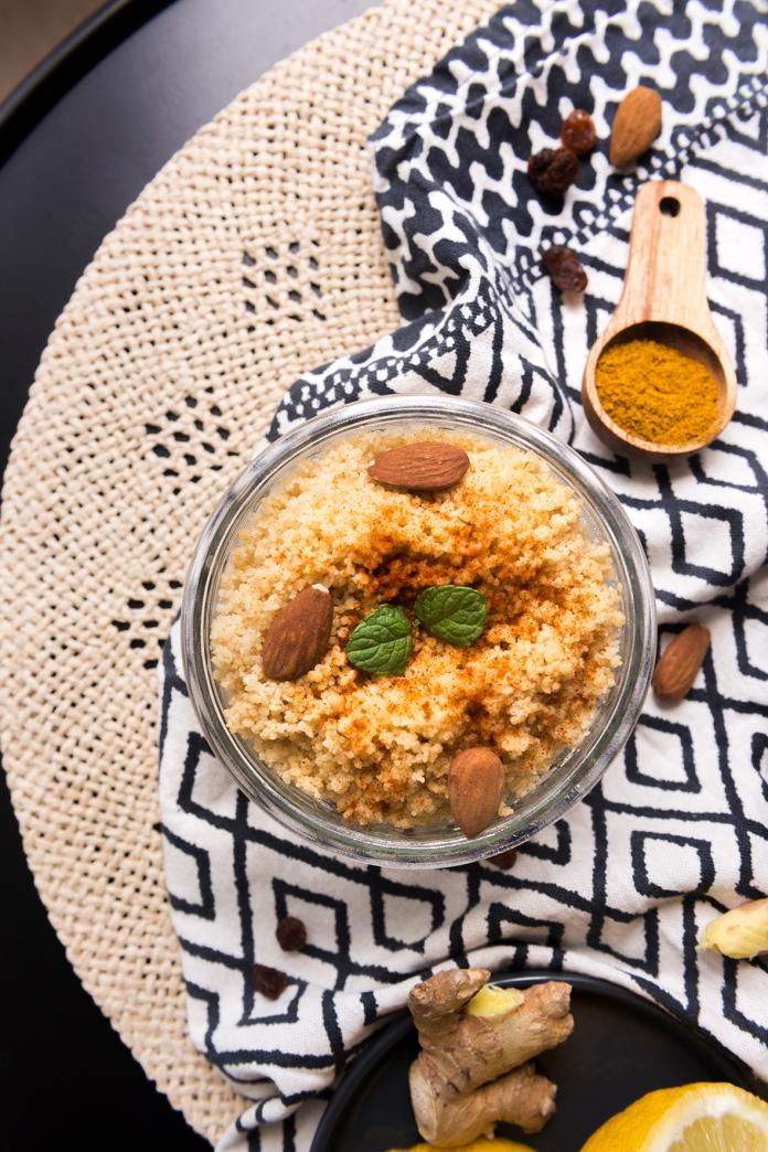 Le couscous complet est un accompagnement parfait au curry de lentilles pour avoir des protéines végétales.