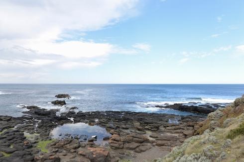 De nombreuses piscines naturelles longent la côte.