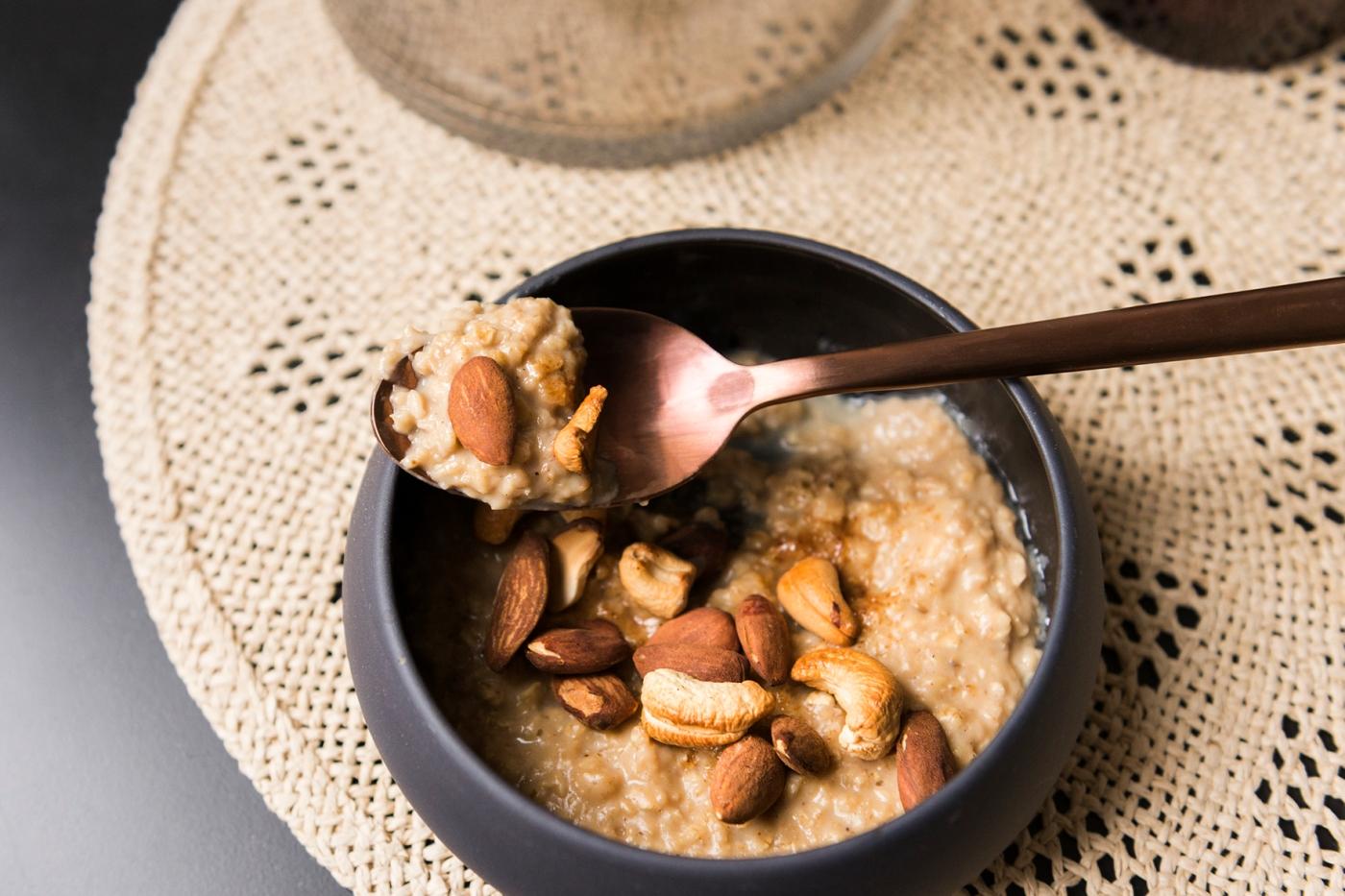 Porridge aux flocons d'avoine et aux épices