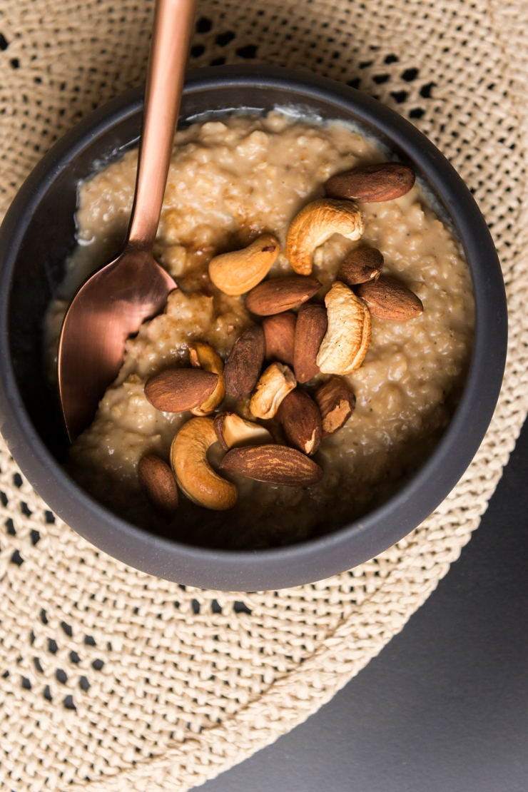 Porridge crémeux au Chaï et noix de cajou