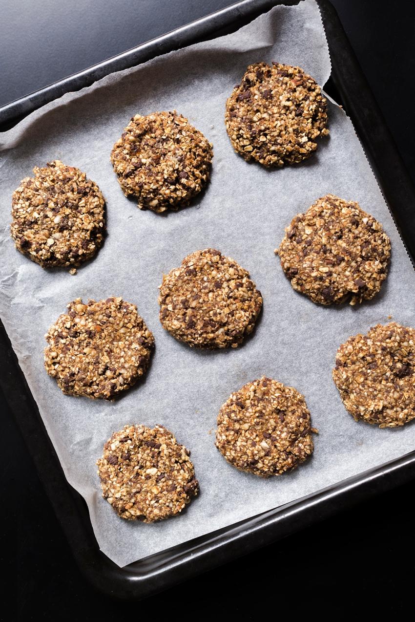 Façonnage des cookies pour réaliser des Granola Cookies.