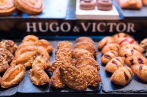 Financiers Hugo et Victor: nature, chocolat, praliné noisettes, abricot et miel, pignon et miel, fraise, pistaches.
