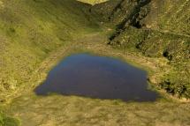De jolis sentiers de randonnées vous emmènent à travers les différents lacs.