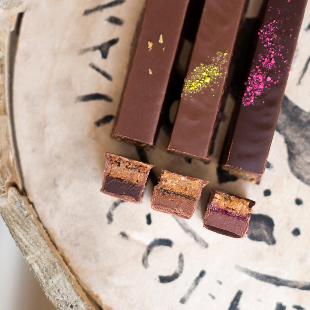 Photos du dessus de barres chocolatées Roussel.