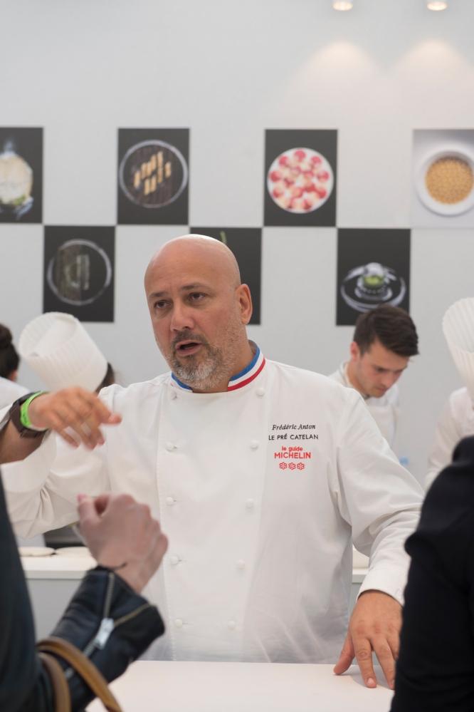 Photo de face du Chef Frédéric Anton.