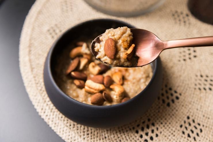 Photo d'une cuillère de porridge.