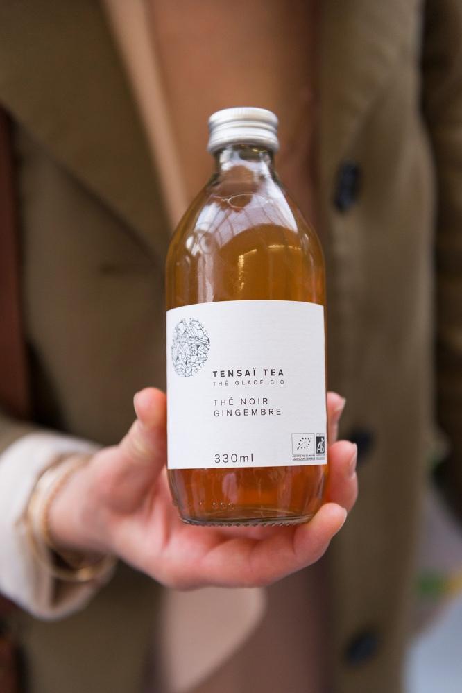 Photo de face d'une bouteille de thé glacé.