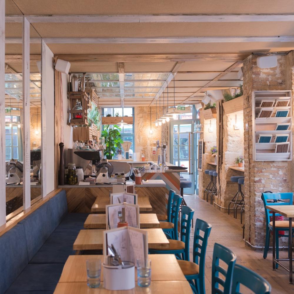 Photographie d'intérieur d'un restaurant à Paris.
