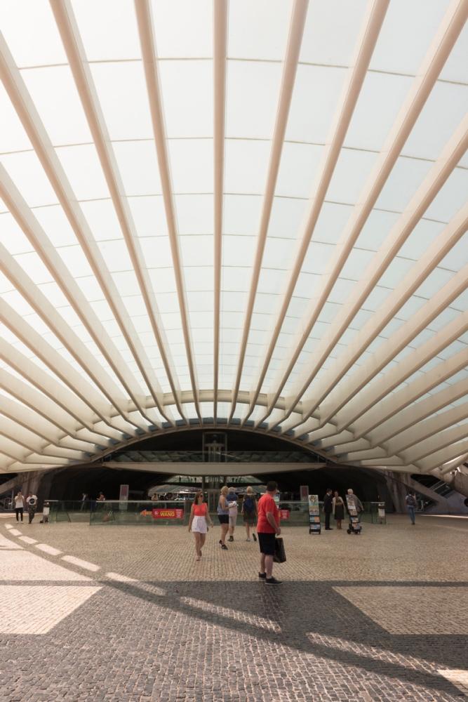 Photographie d'une des entrées de la gare d'Oriente à Lisbonne.