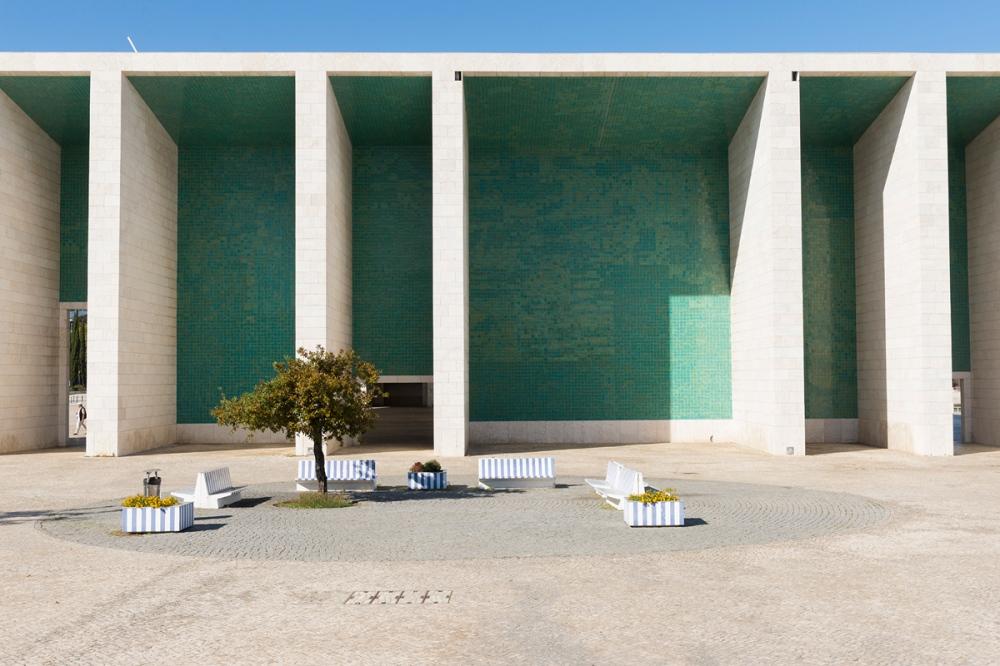 Photographie de face d'un monument à Lisbonne.
