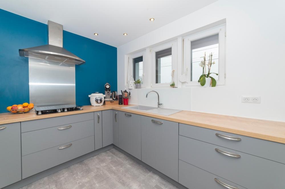 Photographie de cuisine d'une habitation pour agence immobilière.