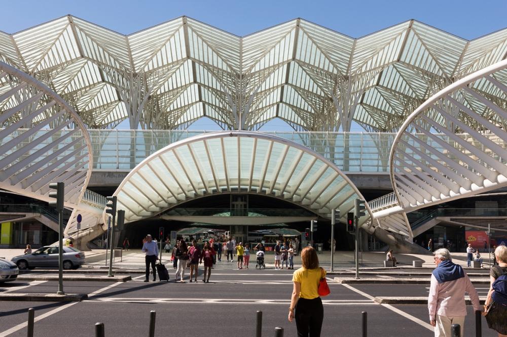 Photographie de face d'une partie de la gare d'Oriente au Portugal.