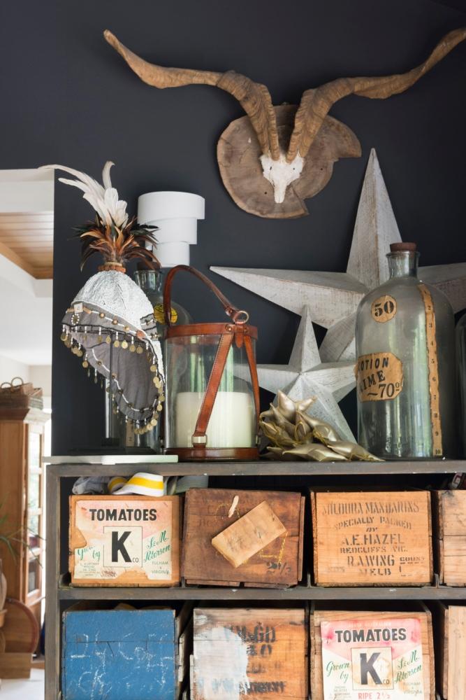 Photographie d'un détail d'une décoration dans une maison individuelle.