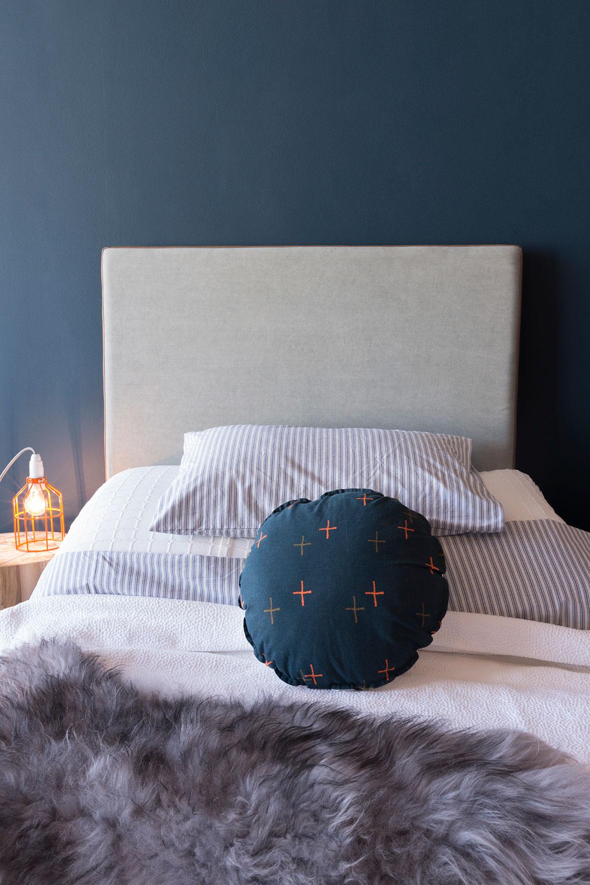 Photographie publicitaire d'un lit avec linge de maison.