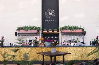 Pause café au City Garden au 36ème étage du Walkie-Talkie, la tour abritant le Sky Garden.