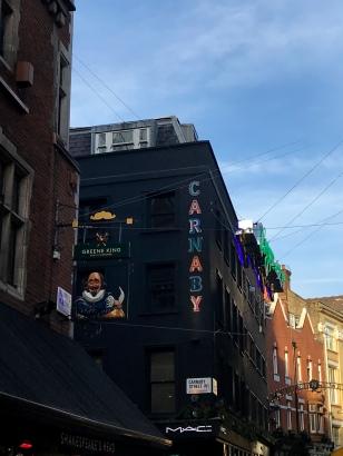 Une rue mythique des années 60 de Londres : Carnaby's Street.