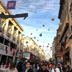 Il y a foule à Oxford Street pour le shopping de Noël !