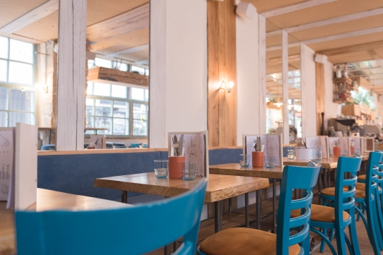Les tables du restaurant MINO.