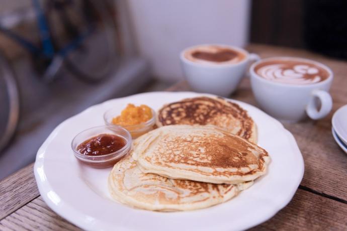 Pancakes à la confiture Mykalios chez Passager café.