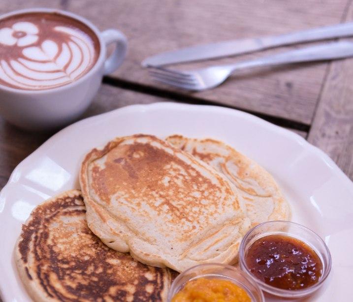 Pancakes chez Passager avec les confitures Mykalios.