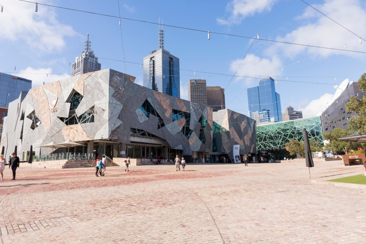 Sur la place de Federation Square.