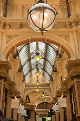 À l'intérieur de The Block Arcade à Melbourne, abritant des boutiques luxueuses.
