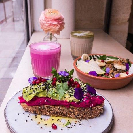 Petit-déjeuner au complet chez Café Berry.