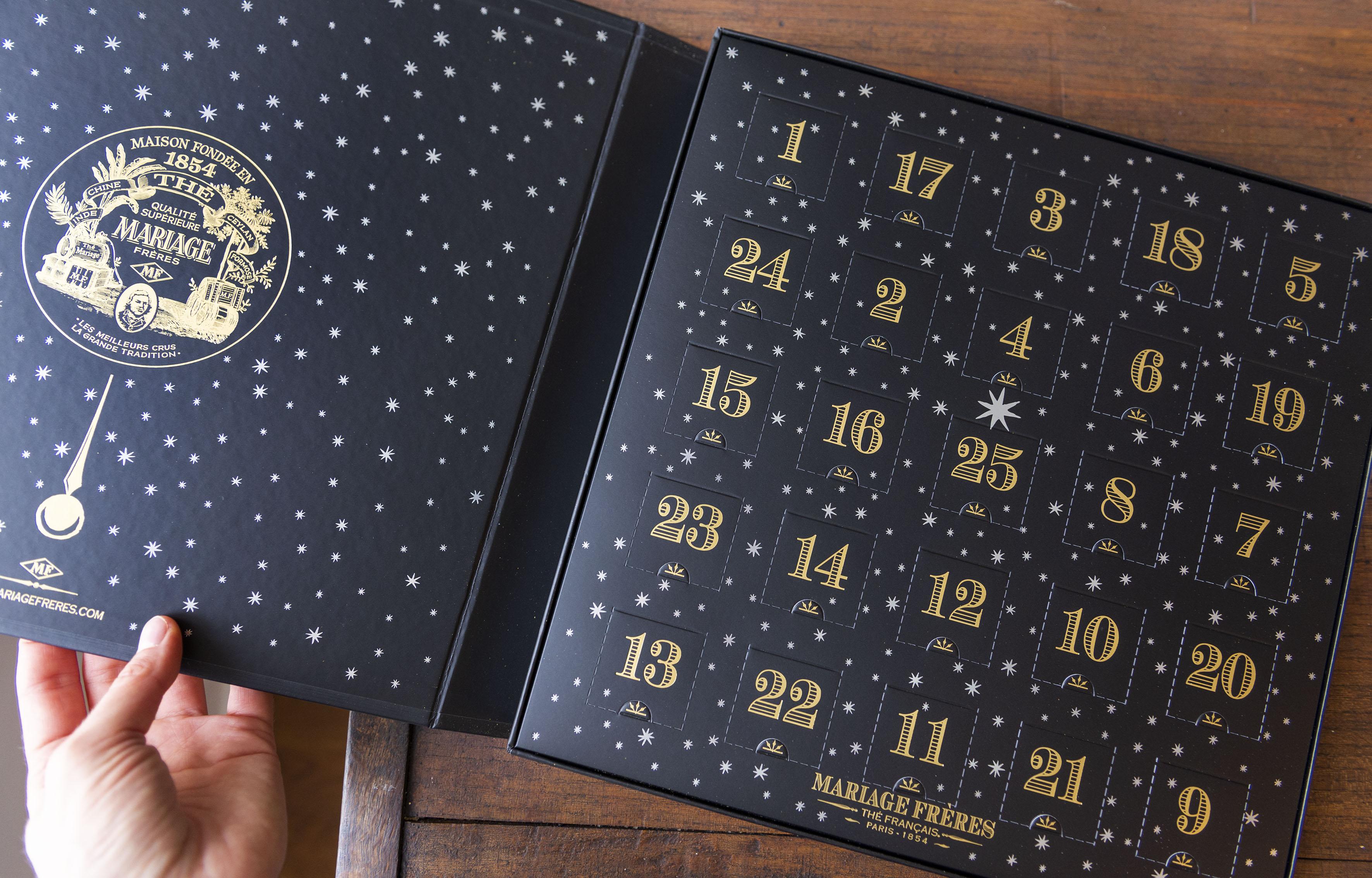 Photographie du dessus du calendrier de l'avent Mariage Frères 2019
