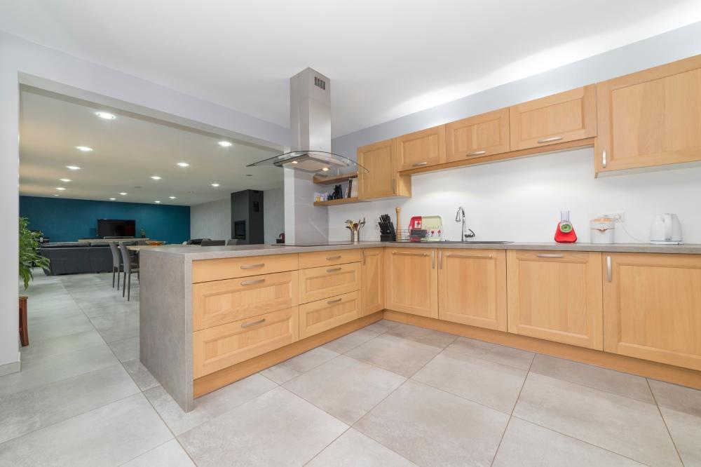 Photographie d'une cuisine dans une habitation.