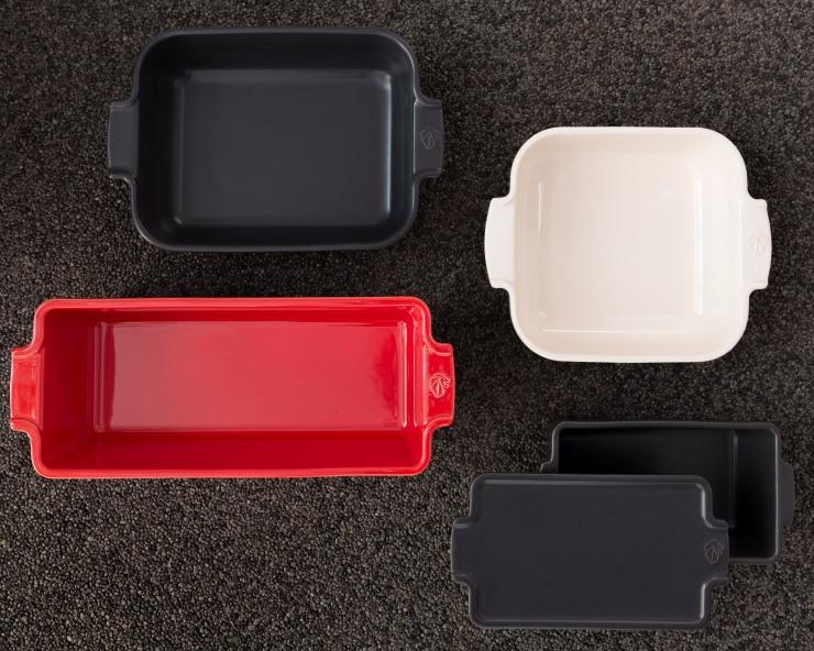 Photographie d'un ensemble de plats four en céramique Peugeot